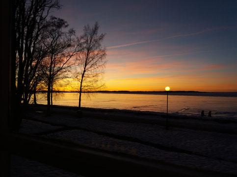 Sonnenuntergang am gefrorenen Vätternsee