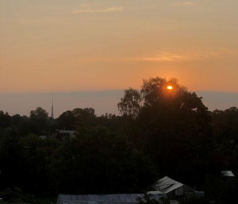 Der Sonnenuntergang fotografiert aus Evas Zimmer