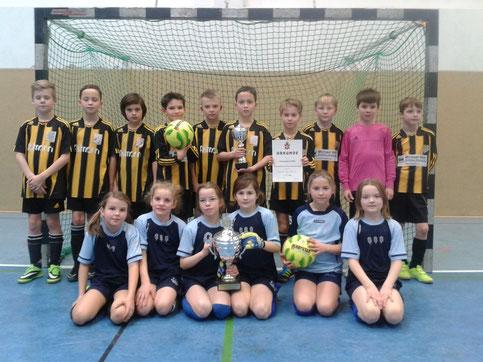 Sieger im Hallenfußball Schuljahr 2015/16 Mädchen: GS Wohltorf | Jungen: Grüppental- Schule Escheburg