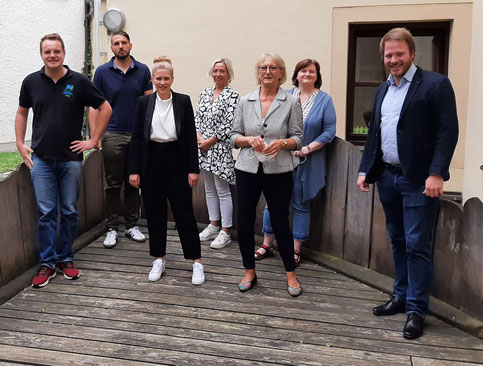 Von l. nach r.: Jonas Dittrich, Florian Bart, Susanne Braun, Silvia Eidenhardt (KSB), Brigitte Breitfelder (Vorstandsvorsitzende KSB), Daniela Bernschneider (KSB), Henner Wasmuth (Fraktionsvorsitzender JU)