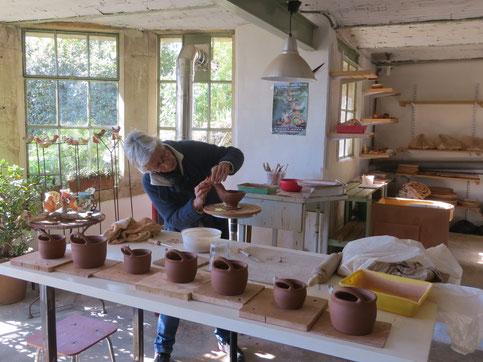 Catherine dans son atelier à Forcalquier