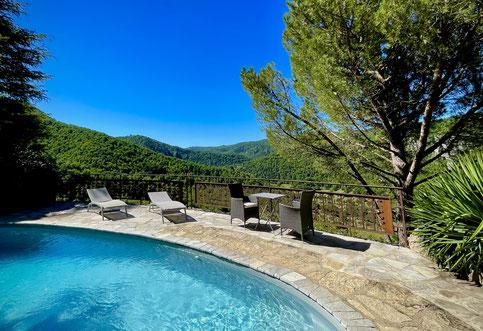 gite-avec-piscine-privee-pour-vos-vacances-à-2-en-aveyron-gite-d'-excetion-le-colombier-saint-veran-vert-paradis-sous-la-roche-tourisme-occitanie-sud-france