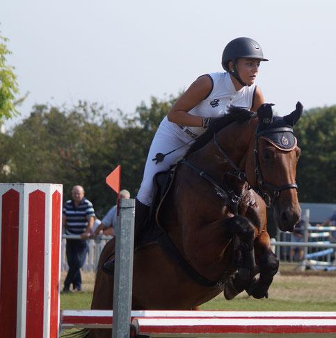 Corinne Ostrowski (RV Ihleburg) gewinnt den Großen Preis von Neuenhofe. Foto: Alpha-Report