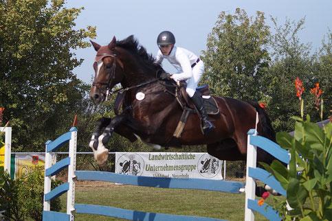 Jan Luca Garz (13) gewinnt ein M*-Springen in Neuenhofe. Foto: Alpha-Report
