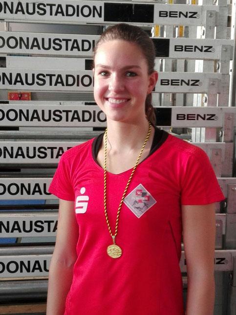 Kerstin Steinle mit ihrer Goldmedaille