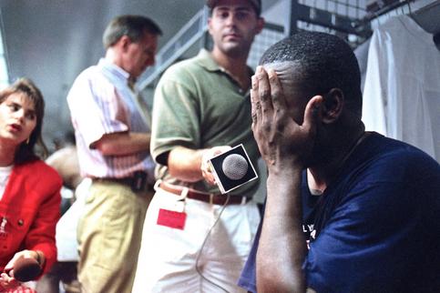 Nell'immagine Tony Gwynn intervistato dopo la decisione il 14 agosto 1994 dell'Associazione dei giocatori di scioperare (Tim Johnson/AP Images)