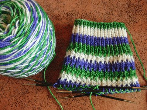Knitterly Things Vesper Sock in Farbe 'Candy Swirl'