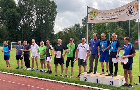 Das Siegerteam auf dem Treppchen (v. l. n. r.: Stefan Münch - Franz Pauly - Steve Tonizzo)!