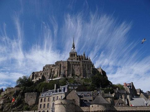 Le Mont Saint-Michel avec nuages/ 雲のモンサンミッシェル