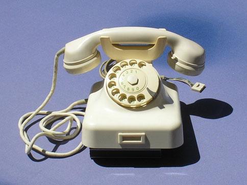 ZB Telefonapparat Model W 48 elfenbein.  Fertigungsjahr 1956