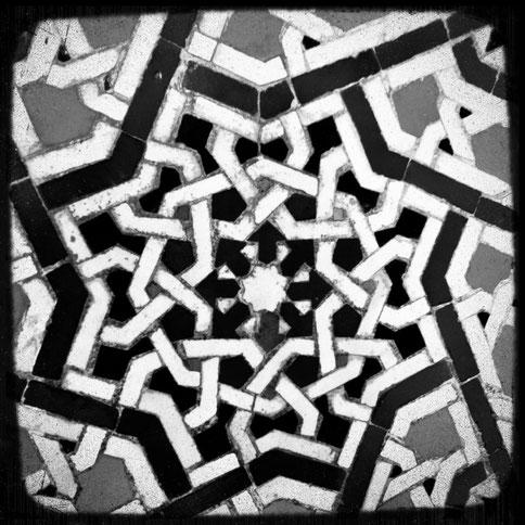 Eine Kachel irgendwo in Marokko, das Yogamami kann sich nicht mehr erinnern wo genau.