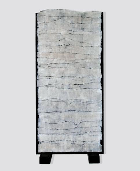 """hochgestapelt"", 2002, Objekt, Holz, Filzpappe, Acryl, 190 x 70 x 25 cm"