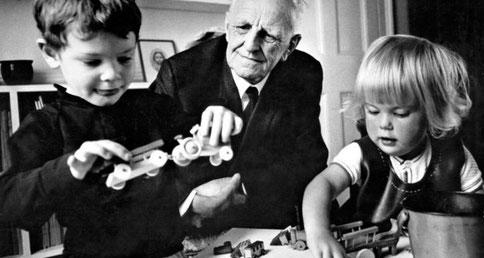 Qui était le psychanalyste Winnicott qui a souligné l'importance du doudou comme objet transitionnel ?