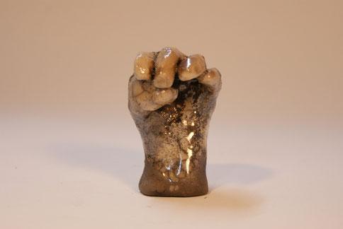 """""""geballte Hand"""" Raku  Höhe 9 cm"""