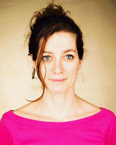 Spirit Spa-Therapeutin Dóra Polyák erklärt auf dem Yoga Blog MOMazing, worauf Mamas bei der Schwangerschaftsmassage achten müssen.