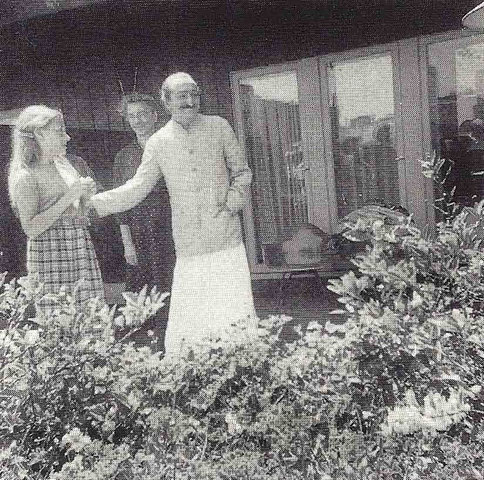 Meher Baba with 3B at the Holiday Lodge, San Francisco. Courtesy of Lord Meher - Vol.14 page 5077