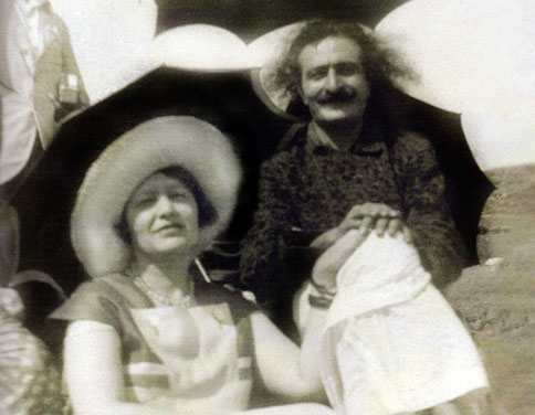 1930s : Elizabeth with Meher Baba - Courtesy of Glow International