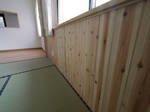日本のスギと同じ性質ですので、和室との相性が抜群です。
