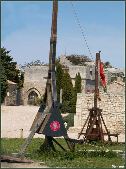 Le couillard, machine de siège sur l'esplanade du Château des Baux-de-Provence, Alpilles (13)