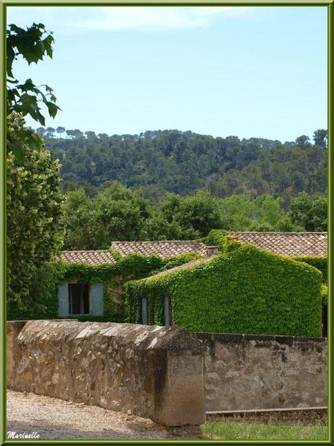 Maison à l'entrée de l'abbaye de Silvacane, Vallée de la Basse Durance (13)