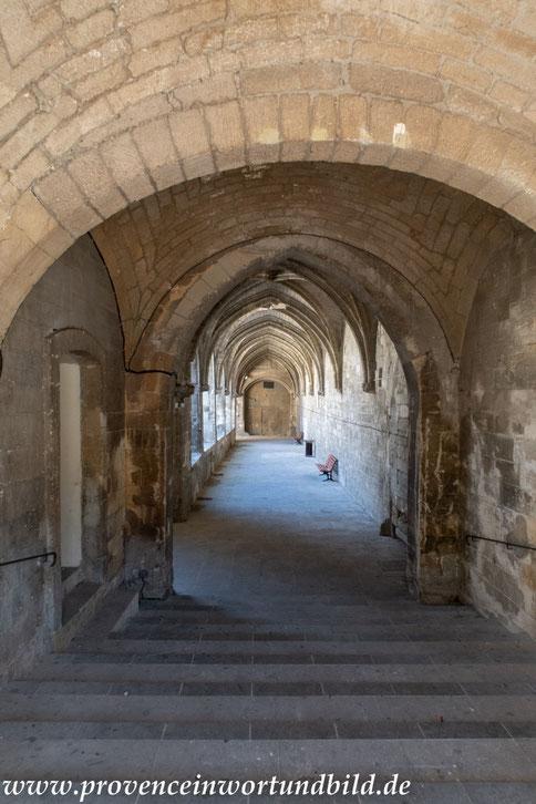 Bild: Eglise Saint-Symphorien und Kreuzgang  in Avignon
