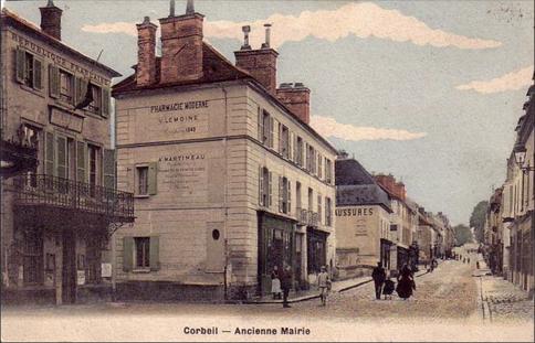 Recto d'une carte postale timbrée au dos avec l'ancienne mairie de Corbeil (Essone)