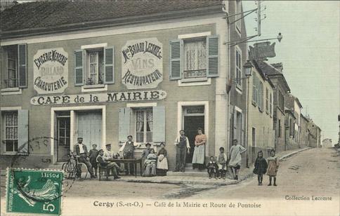 Recto d'une carte postale timbrée montrant le café de la mairie de Cergy (Val-d'Oise)
