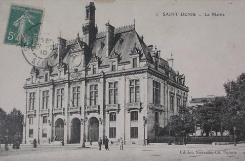 Recto d'une carte postale timbrée au dos présentant la maire de Saint-Denis