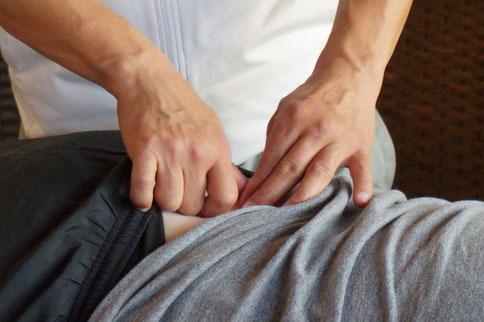 腰痛の原因である骨の歪み、ねじれを矯正します。