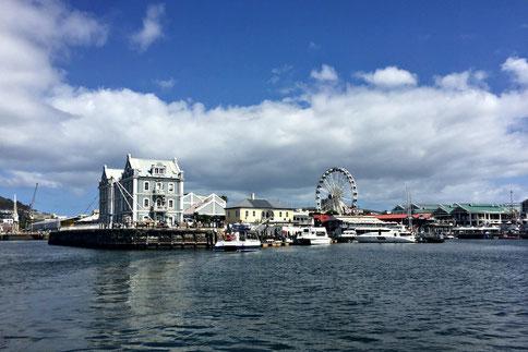 Blick auf die V&A Waterfront in Kapstadt