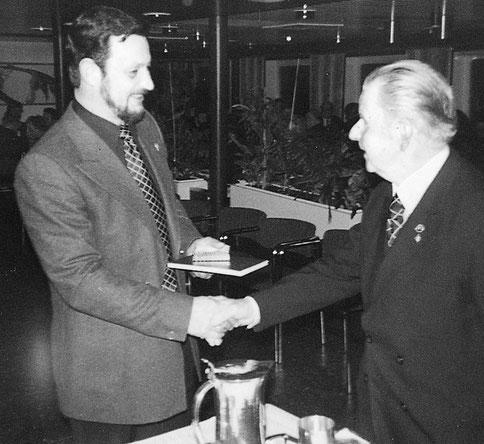 Jürgen Kowitz empfängt den Hein- Garbers- Erinnerungspreis in den 70er Jahren