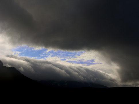 Beim Abschied wurde Mt. Hekla von einer Wolkendecke überlagert.