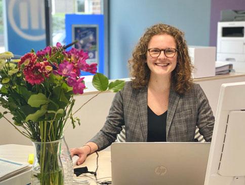 Clara Twittenhoff ist Kundenberaterin in der Allianz Versicherungsagentur Jens Schmidt