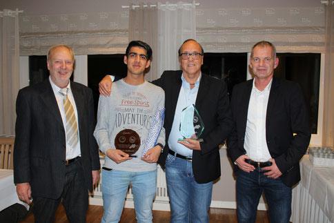 Holger Becker (l.) und Oliver Günther (r.) mit Rafie Habibzadh (2.v.l.) und Uli Weyrich