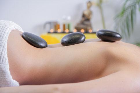 photo massage pierre chaude - décoration cabinet de kinésithérapie