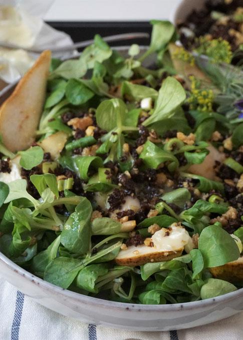 Feldsalat mit karamellisierter Birne. Prima für Gäste!