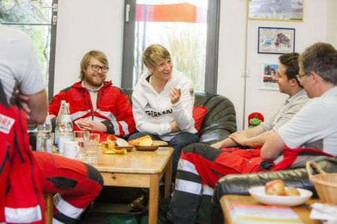 zwischen zwei Einsätzen: im Gespräch mit dem Mannheimer DRF Team, Bild: DRF Luftrettung