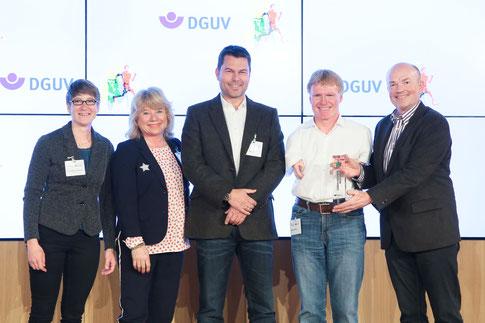 v.l.n.r. Franziska Liebhardt und das preisgekrönte Team des ZDF mit Susanne Simon, Yorck Polus, Matthias Berg, Peter Leissl