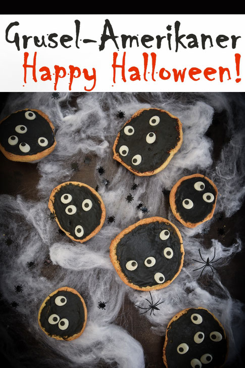 Happy Halloween! Mit diesen Grusel-Amerikanern mit schwarzem Puderzucker-Guss und Zuckeraugen wird das Partybuffet perfekt, vegan möglich, Thermomix