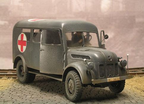 Beachte: Fahrzeug mal ohne Schutzgitter, aber mit Doppelbereifung hinten!