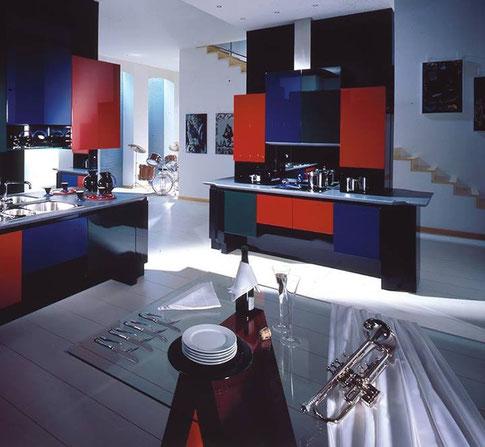 cucina in laccato lucido  struttura in multistrato da 20 mm, ante in listellare ferramenta grass o blum top in corian