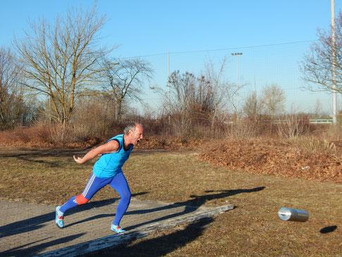 Reinhard Rhaue verbessert sich, doch verhinderte seine Verletzung eine noch größere Weite!