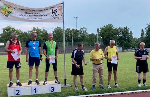 Dr. Klaus Lutter (2. von links).