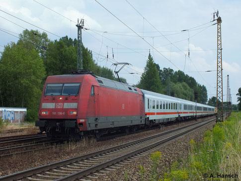 IC´s sind die Stammleistungen der 101er, auch wenn sie inzwischen sogar vor Güterzügen zu sehen sind. Am 16. Juli 2014 zieht 101 136-0 einen solchen IC durch Leipzig-Thekla