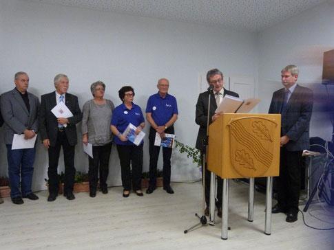 Preisverleihung in Simmershausen - Beate Carl nahm die Urkunde entgegen (Foto: Lkrs. Kassel)