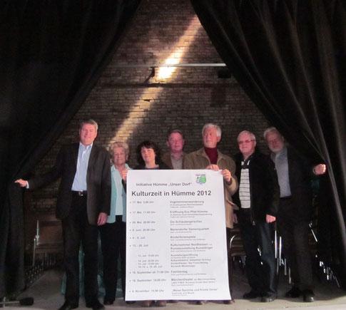 Mitglieder der Initiative in der Kulturscheune (Programm 2012).