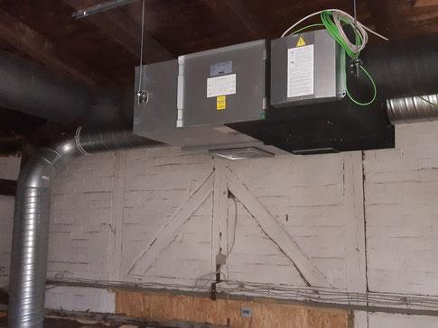 Die auf dem Dachboden verbaute Technik (Foto: Peter Nissen)