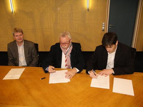 Unterzeichnung des Überlassungsvertrages mit der Stadt Hofgeismar (Foto: dtoday.de)