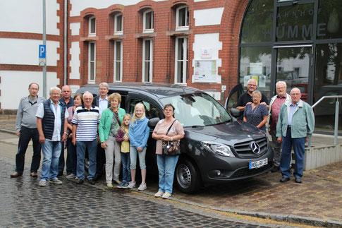 Die Vereinsmitglieder und Ehrenamtlichen freuen sich schon auf vielen schöne Fahrten mit dem Pkw (Foto: D. Altmann).