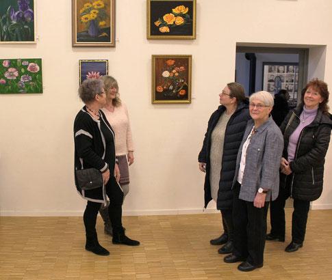 Sigrid Lenzing eröffnete die Kulturzeit 2019 in Hümme mit ihrer Bilderausstellung (Foto: Dirk Altmann).
